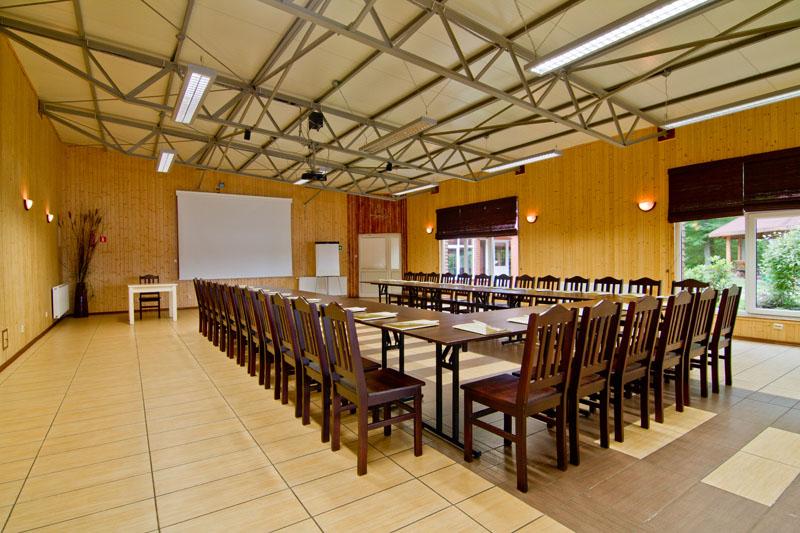 Sala konferencyjna w Pięknej Górze, w Ośrodku Łabędzi Ostrów
