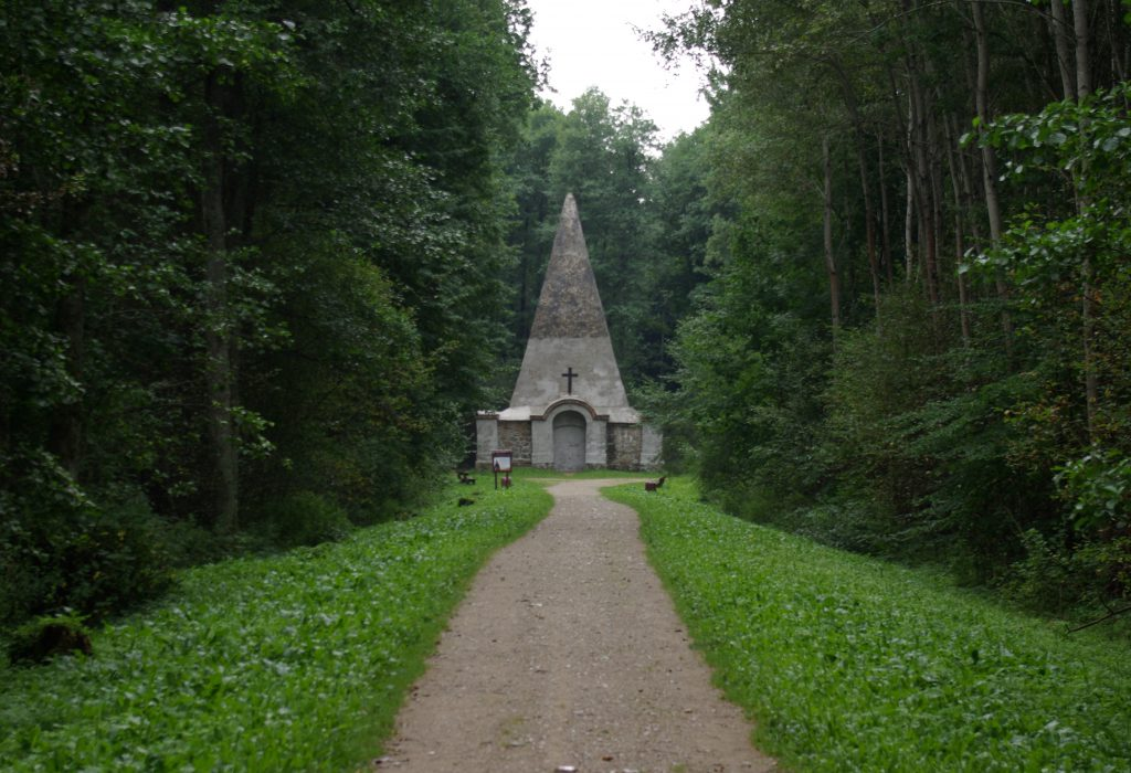 Piramida w Rapie, widok od frontu